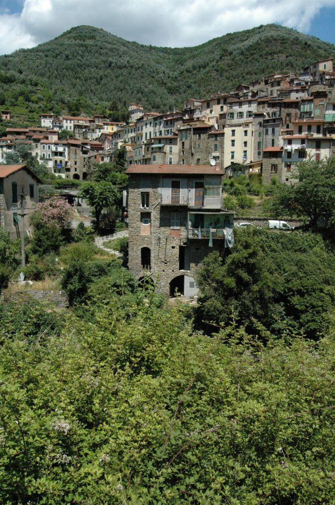Pigna (IM), Alta Val Nervia: uno scorcio