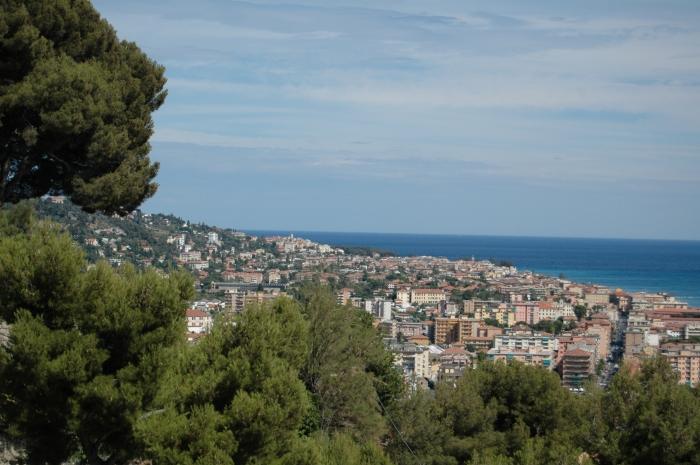 Vallecrosia (IM) e Bordighera (IM), viste dalla collina di Collasgarba, citata nell'articolo